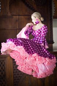 Traje de flamenca diseñado por Javier de Sedas y complementos diseñados por Eva Rodríguez.