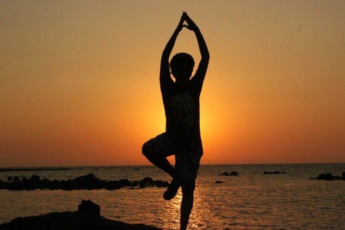 Practicar Yoga para cultivar el cuerpo, el alma y la mente.