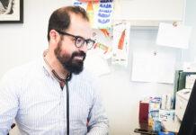 """Jose Mª Carmona Ponce, pediatra y creador del blog """"Cuidar mi Bebé""""."""