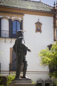 Barrio Santa Cruz, las leyendas y sus callejuelas lo hacen único.