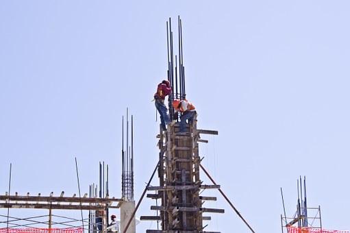 Alumnos de FP reciben información en prevención de riesgos laborales inherentes a su futura actividad profesional.
